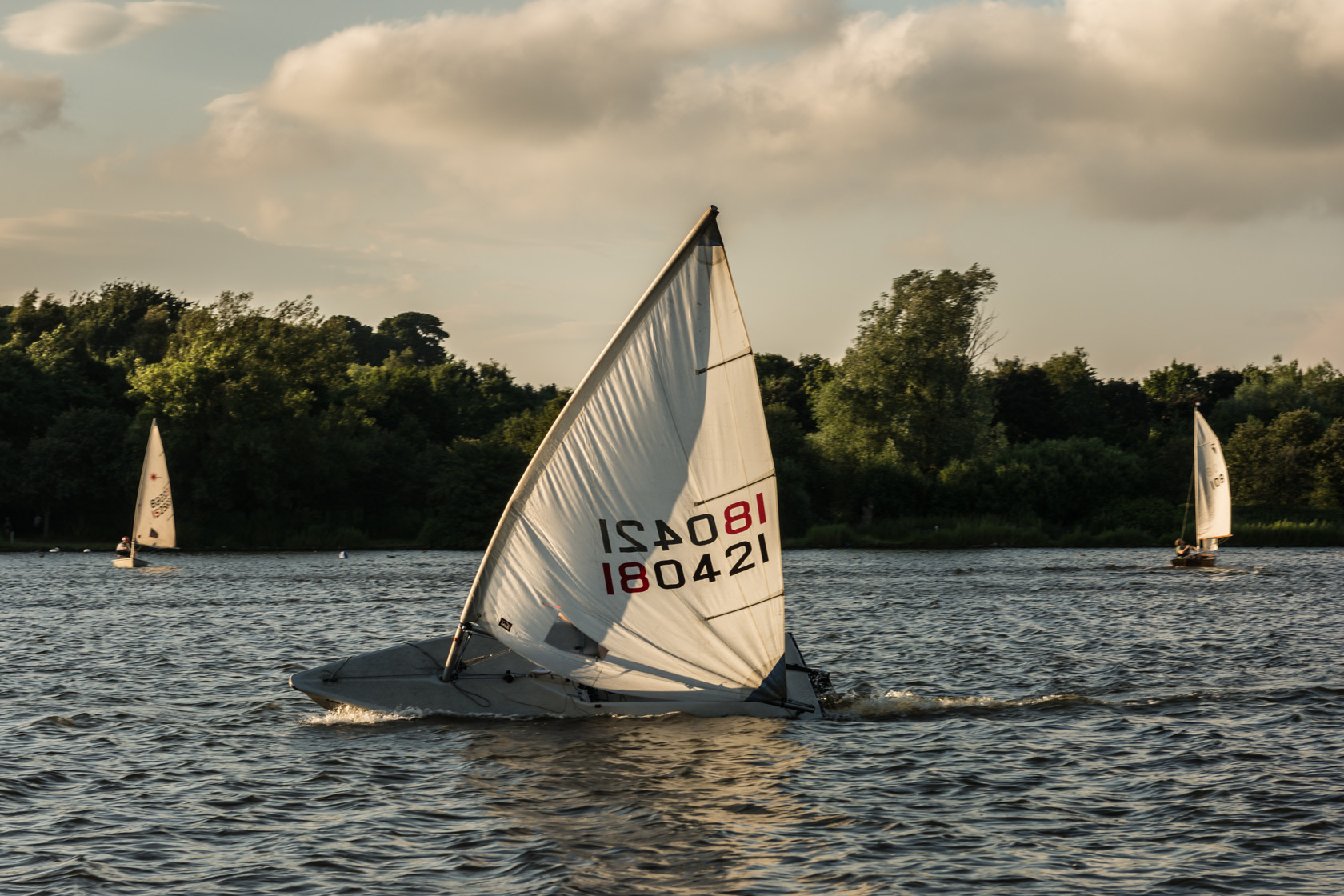 sailing, yeadon tarn (ref av 360) 